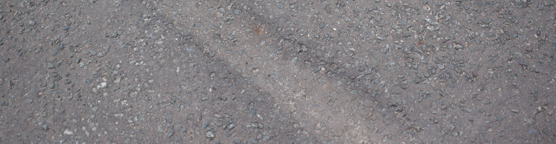 Beschädigung Asphalt durch Rolle einer Abrollmulde